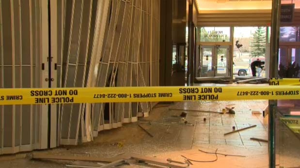 Brazen break-in baffles mall shoppers