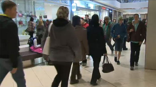 The final weekend of holiday shopping has last minute shoppers flocking to the malls