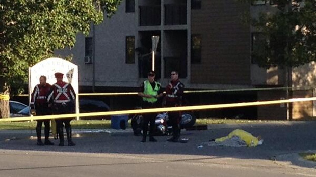Police on the scene of the fatal crash in Cedarbrae (courtesy: @AaronJWyers)