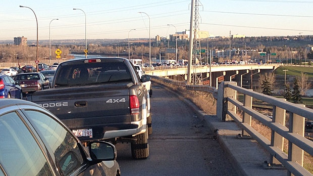 A serious crash has closed down all the northbound lanes on Crowchild Trail at 17 Avenue. Only one lane is getting through on SB Crowchild from 5 Avenue.