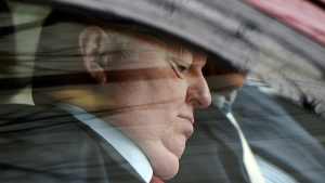 Mike Duffy arrives to the courthouse in Ottawa on April 21, 2015. (Sean Kilpatrick / THE CANADIAN PRESS)
