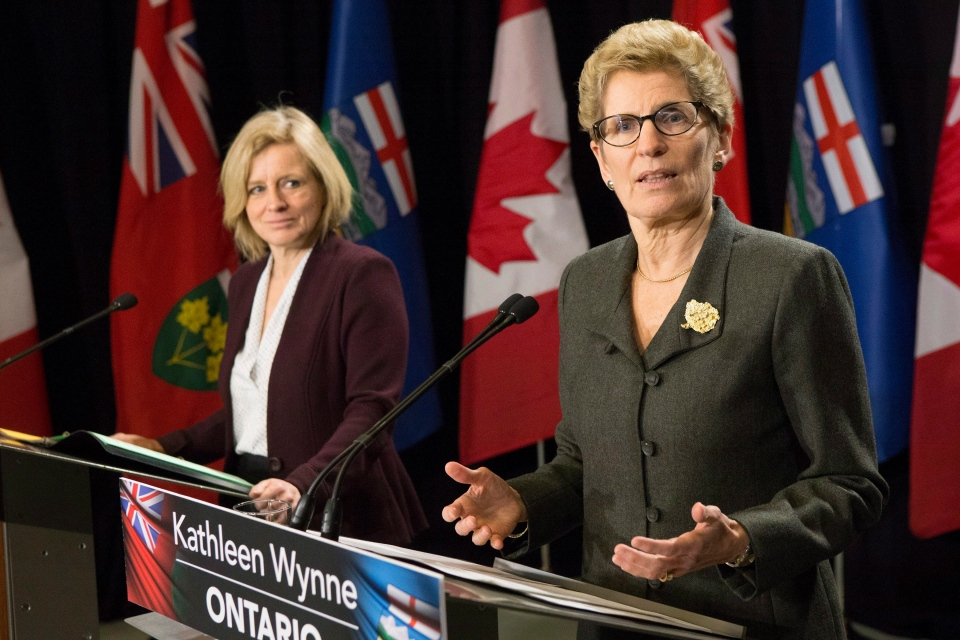 Ontario Premier Kathleen Wynne, right, and Alberta Premier Rachel Notley take part in a joint press conference following their meeting at the Queen's Park Legislature in Toronto, on Friday, Jan. 22, 2016. (Chris Young / THE CANADIAN PRESS)