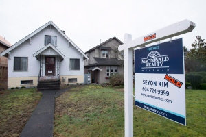 A sold home is pictured in Vancouver, B.C., on Feb. 11, 2016. (Jonathan Hayward / The Canadian Press)
