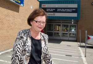 Public Services Minister Judy Foote visited a pay centre in Miramichi, N.B. Wednesday as new cases emerged with the troubled Phoenix pay system.