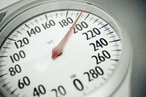 A review of more than 1,000 studies has found a link between excess weight and eight new types of cancer.