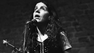 Maggie Roche of The Roches performs on May 30, 1980. (Rob Verhorst/Redferns)