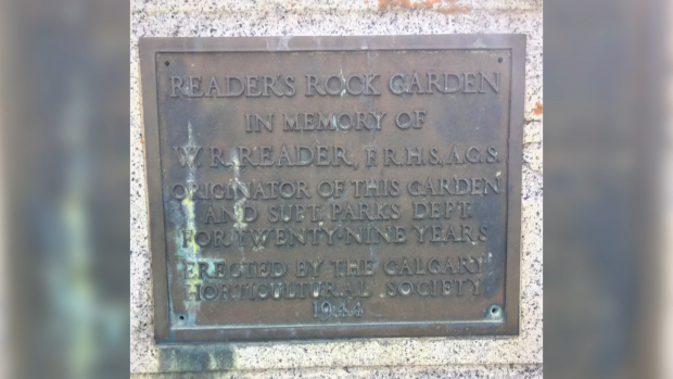 Reader rock garden plaque